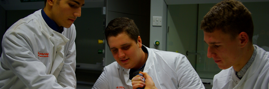Institute delivers taste of lab research for UTC Cambridge students